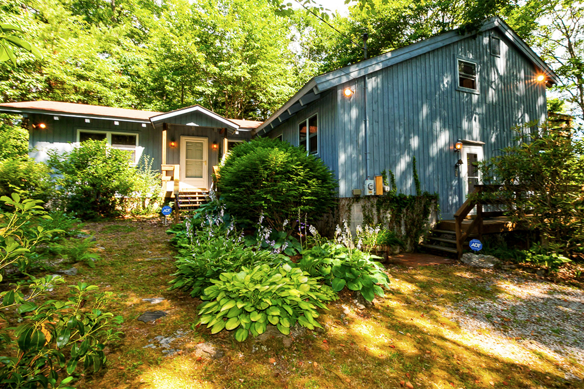 Moon-mountain-home-for-sale-nc-front