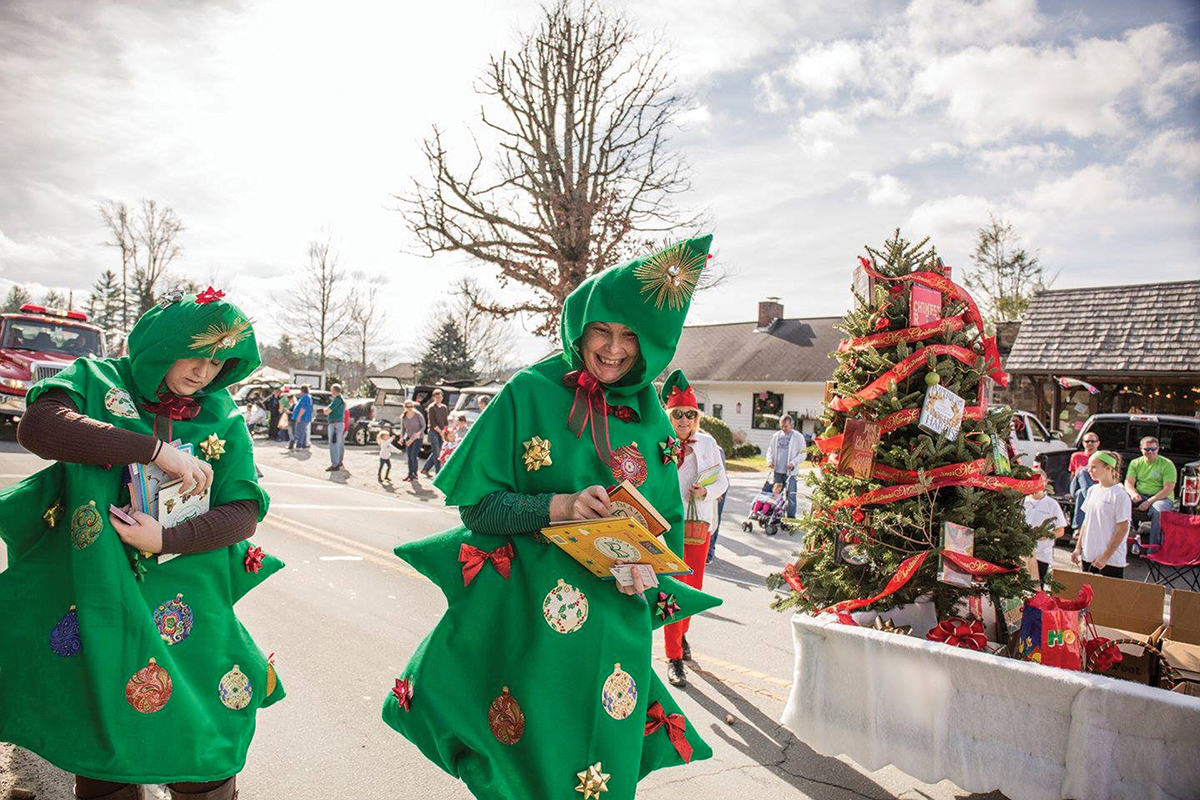cashiers-christmas-parade-trees