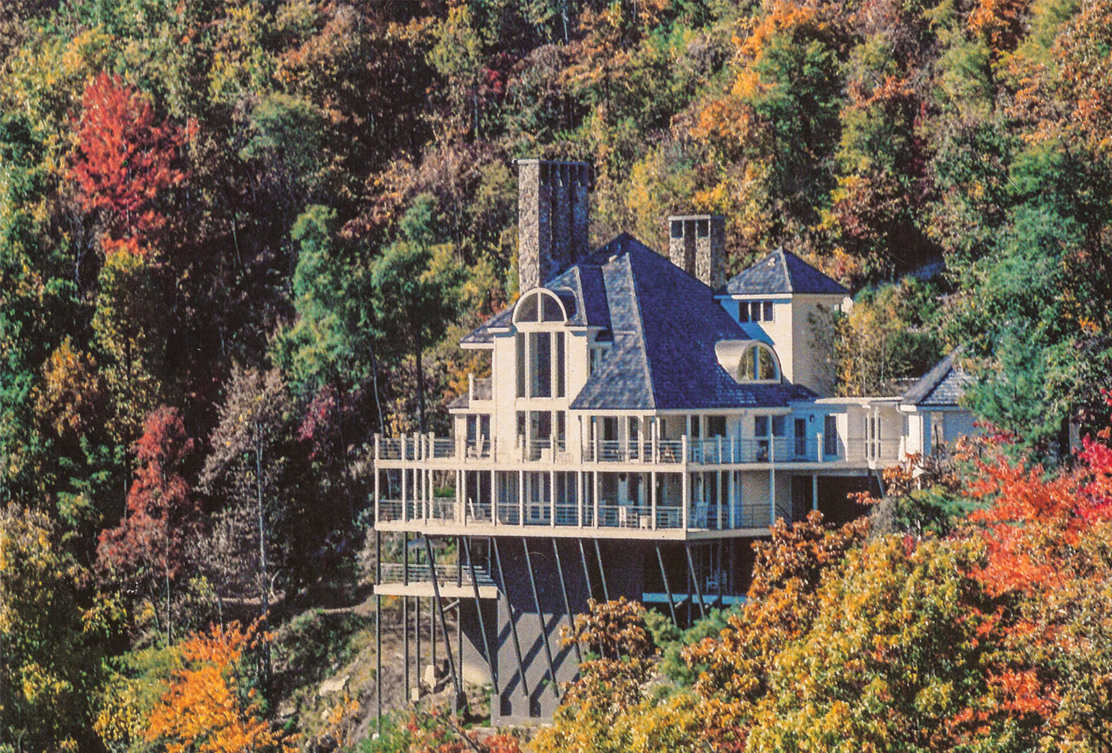 Chateau-vacation-rental-highlands-nc-exterior-view
