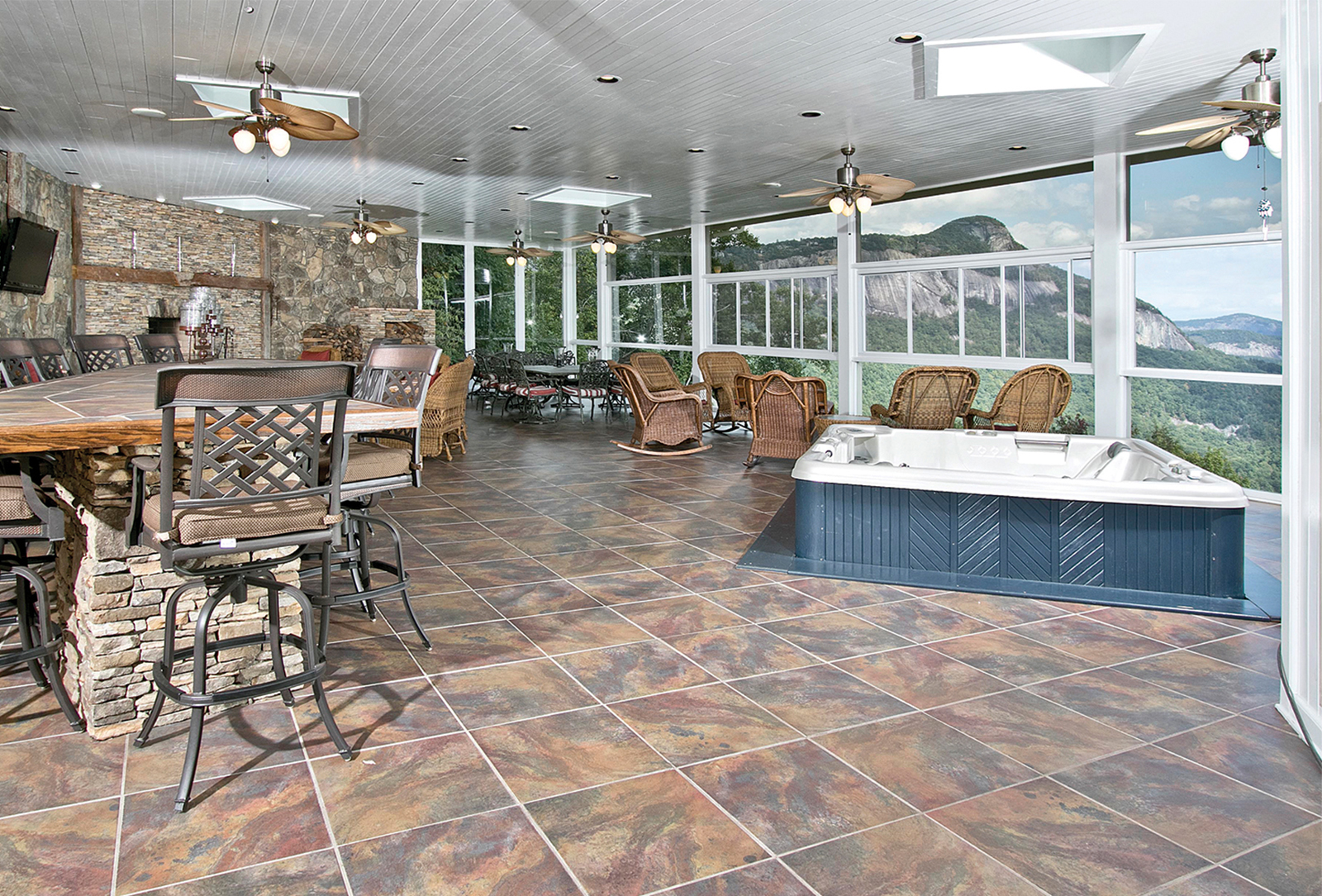 Chateau-vacation-rental-highlands-nc-hottub