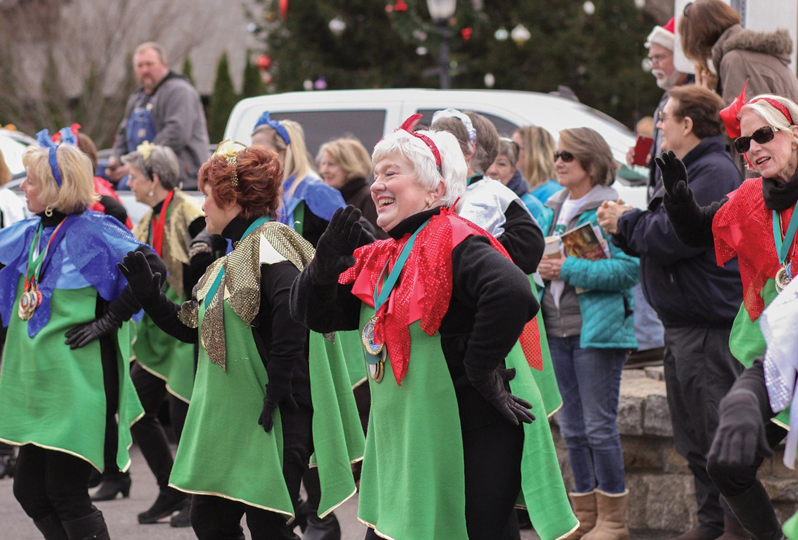 highlands-christmas-parade-nc-dancers