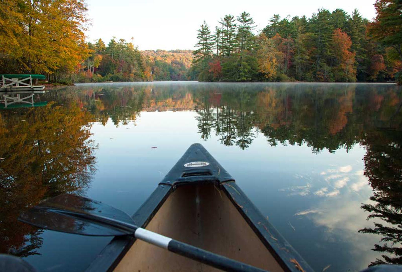 bow-of-canoe-lake-sequoyah-highlands-chamber-of-commerce-cynthia-strain