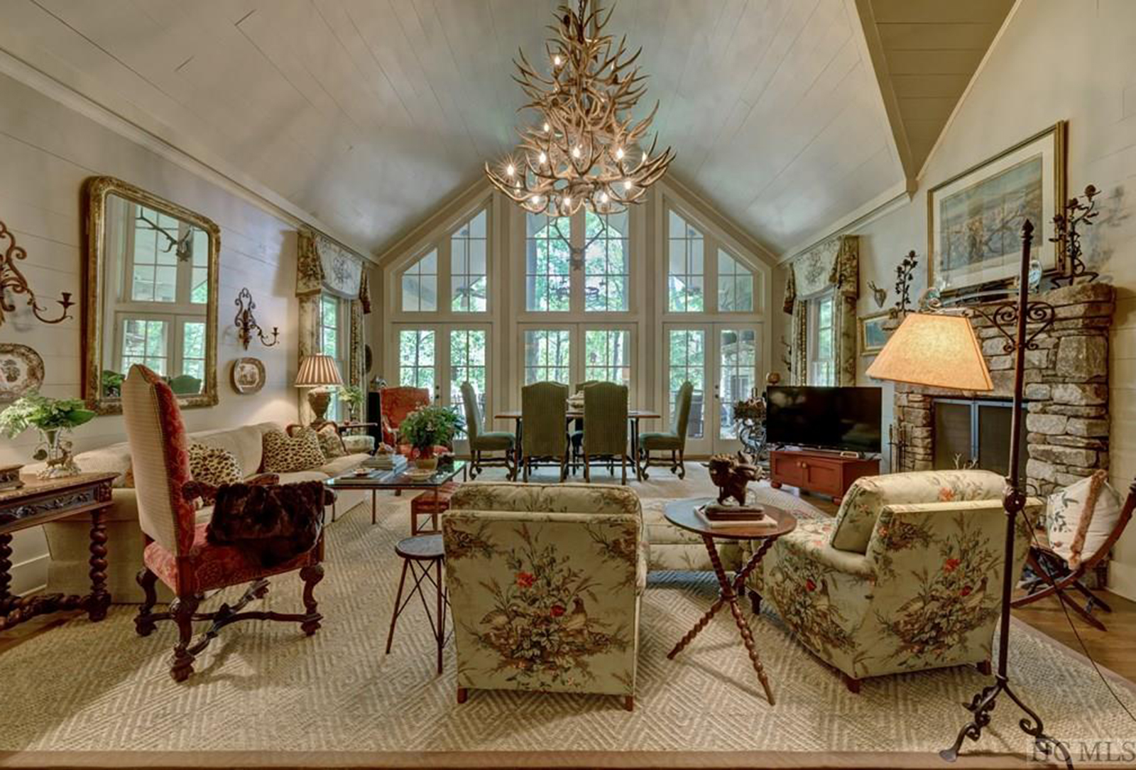 cashiers-nc-real-estate-living-room