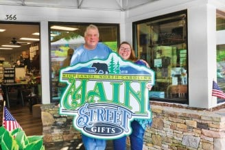 Highlands-nc-shopping-main-street-gifts