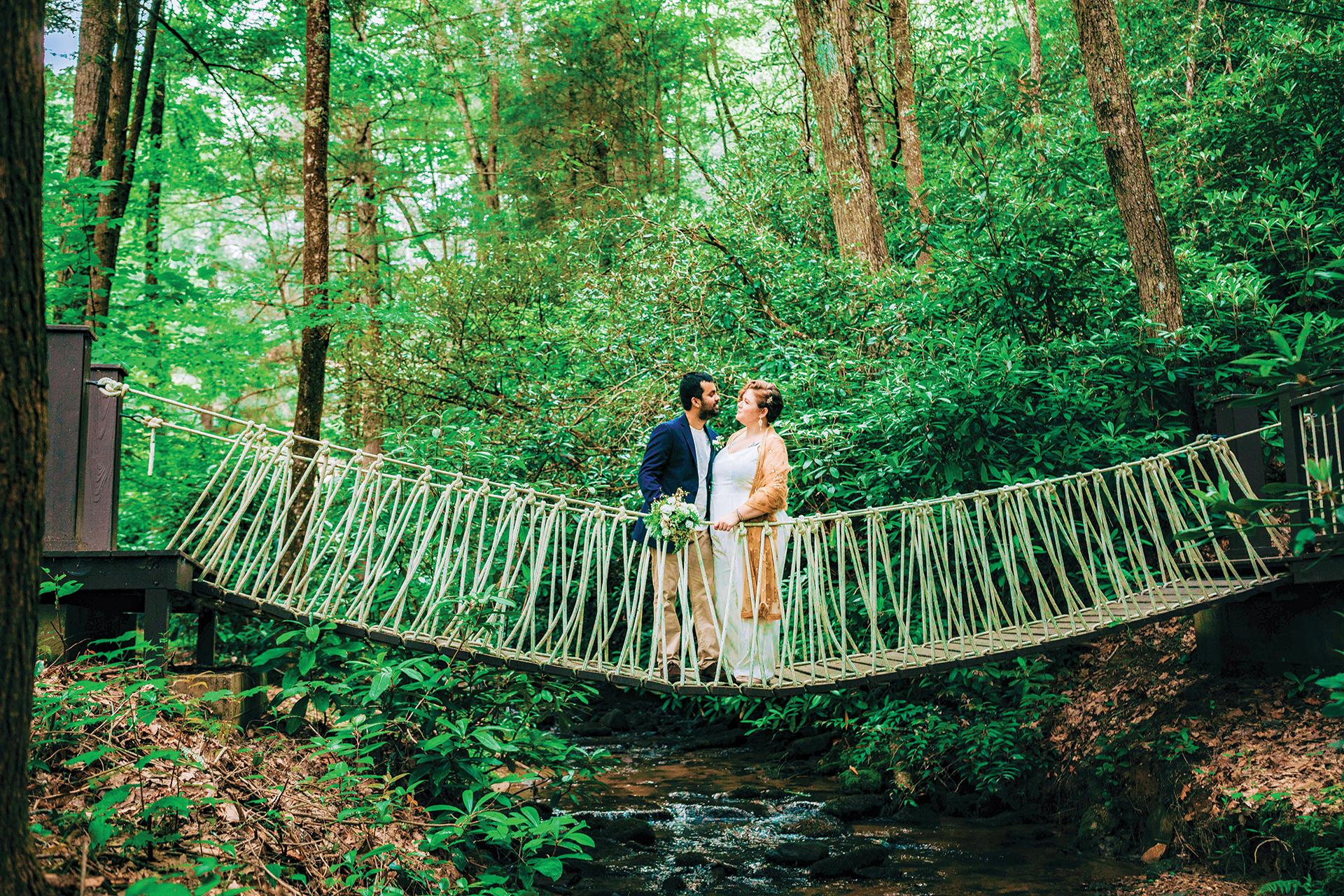 secret-waters-wedding-bridge-couple