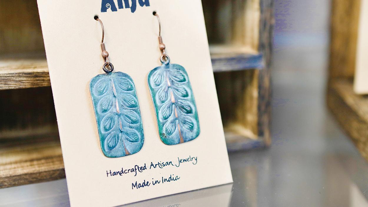 highlands-nc-main-street-shopping-southern-way-earrings