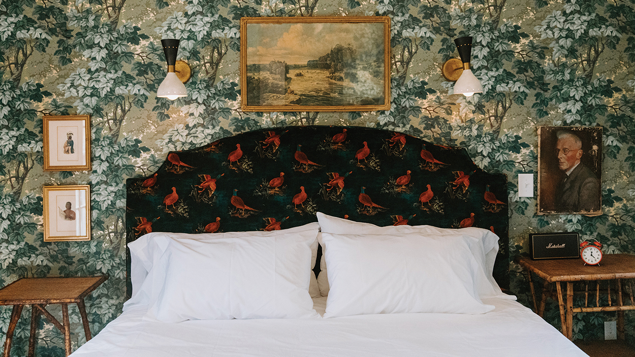 highlands-nc-highlander-mountain-bedroom