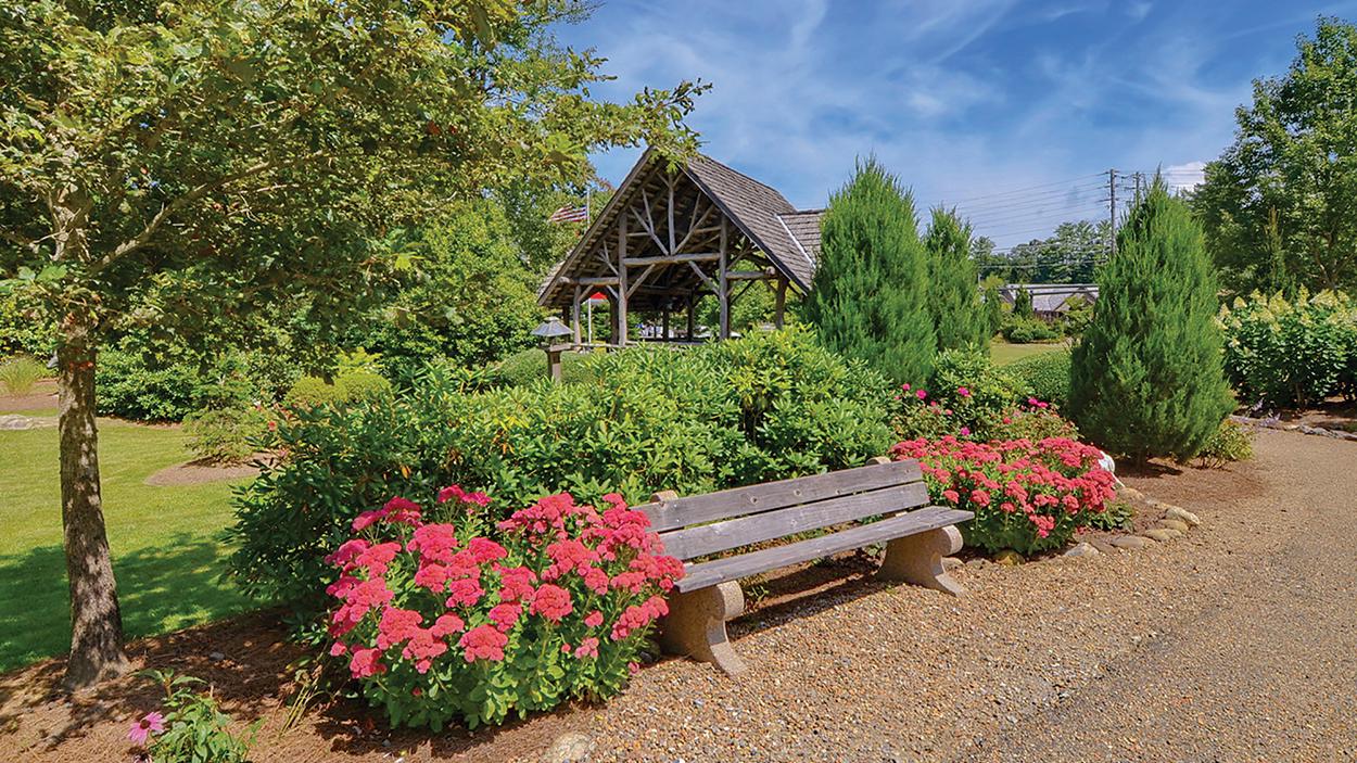 cashiers-nc-village-green-bench