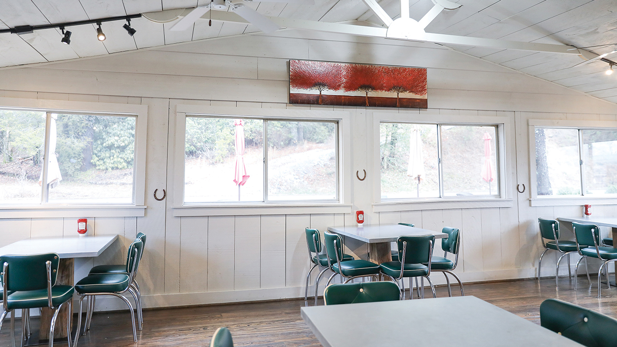 cashiers-valley-smokehouse-interior