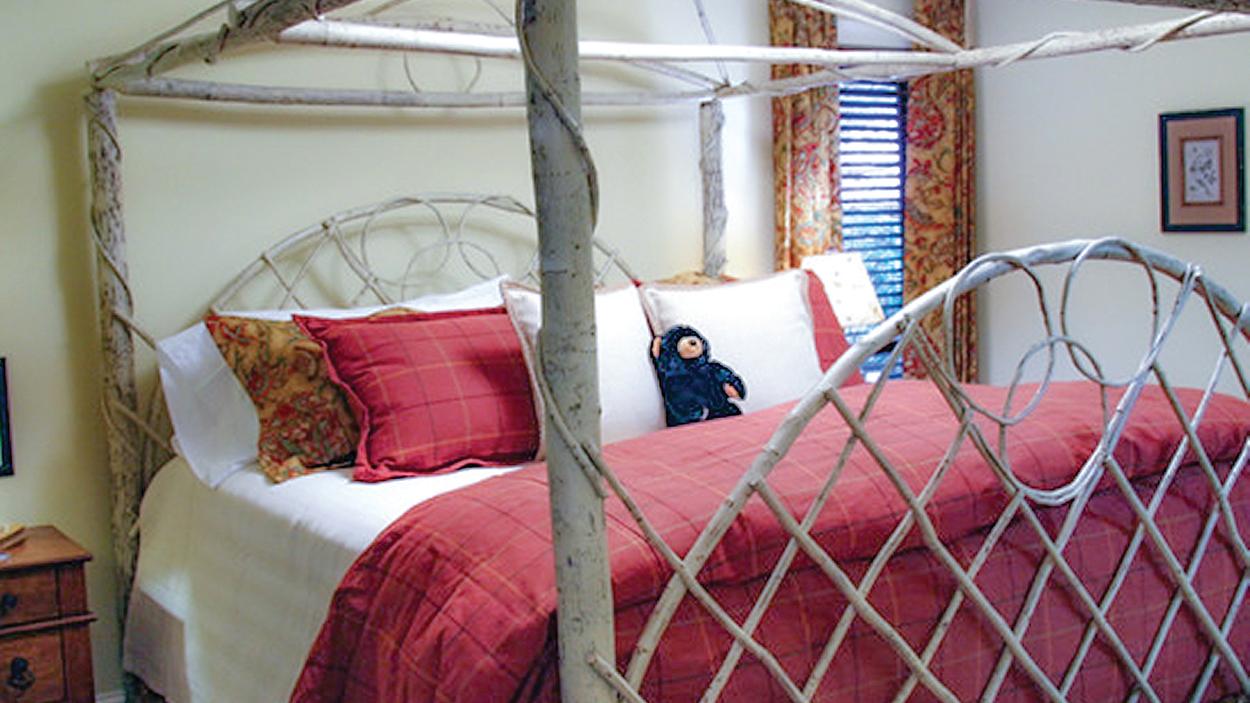 cashiers-nc-accommodations-black-bear-lodge-bedroom
