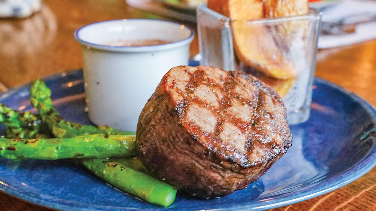 highlands-nc-restaurant-lakeside-steak