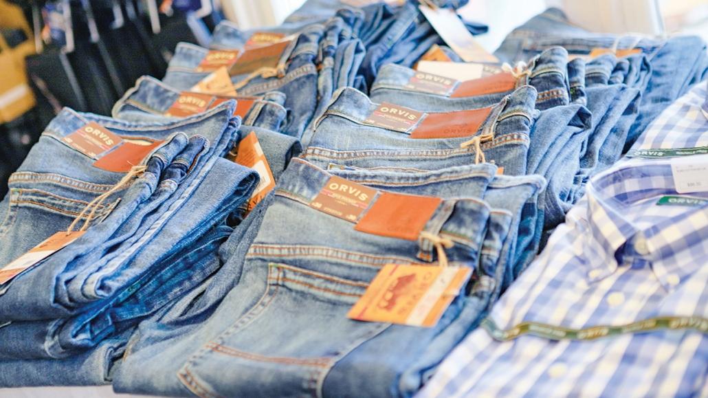 cashiers-shopping-brookings