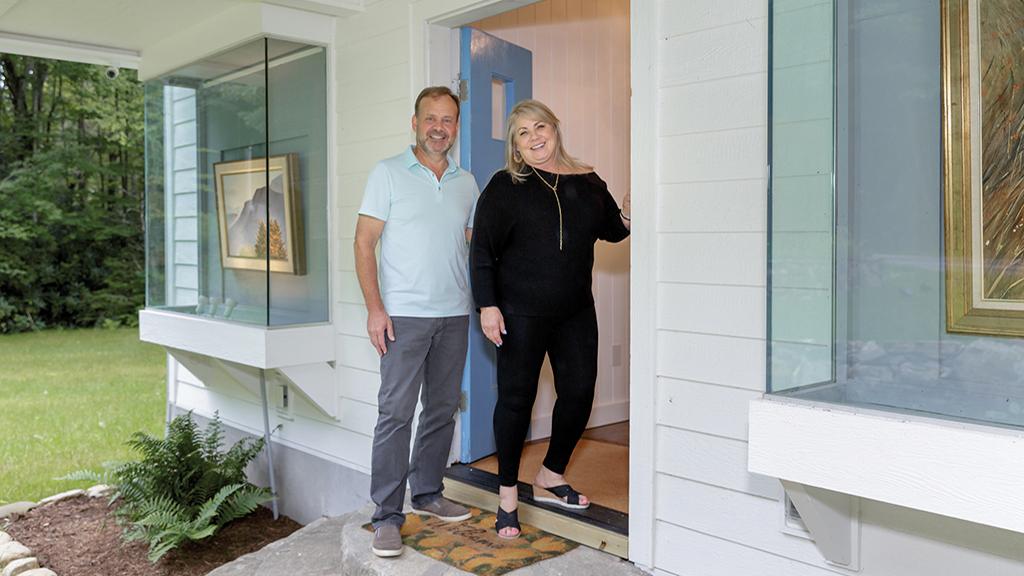 cashiers-nc-whiteside-gallery-smiling-couple-door