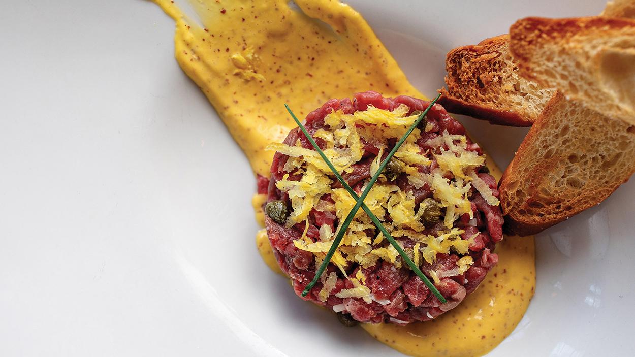 Oak-Steakhouse-steak-tartar-Andrew-Cebulka