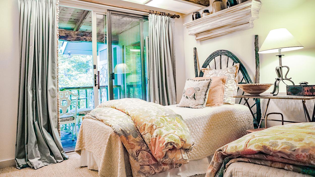 highlands-nc-condo-bed